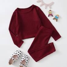 Einfarbiges Rippenstrick T-Shirt & Hose