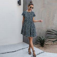 Babydoll Kleid mit Dalmatiner Muster, Schosschenaermeln und Raffungsaum
