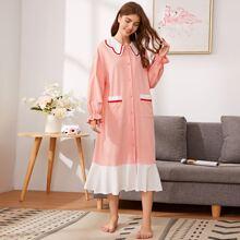 Nachtkleid mit Kontrast Saum, Taschen Flicken, Knopfen vorn und Rueschen
