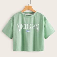 Crop Gruenes T-Shirt mit Buchstaben Grafik