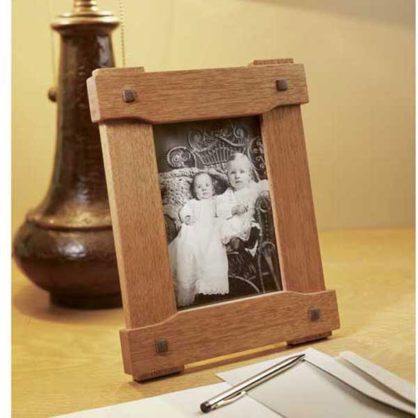 Woodworking Project Paper Plan to Build Era-Inspired Picture Frame