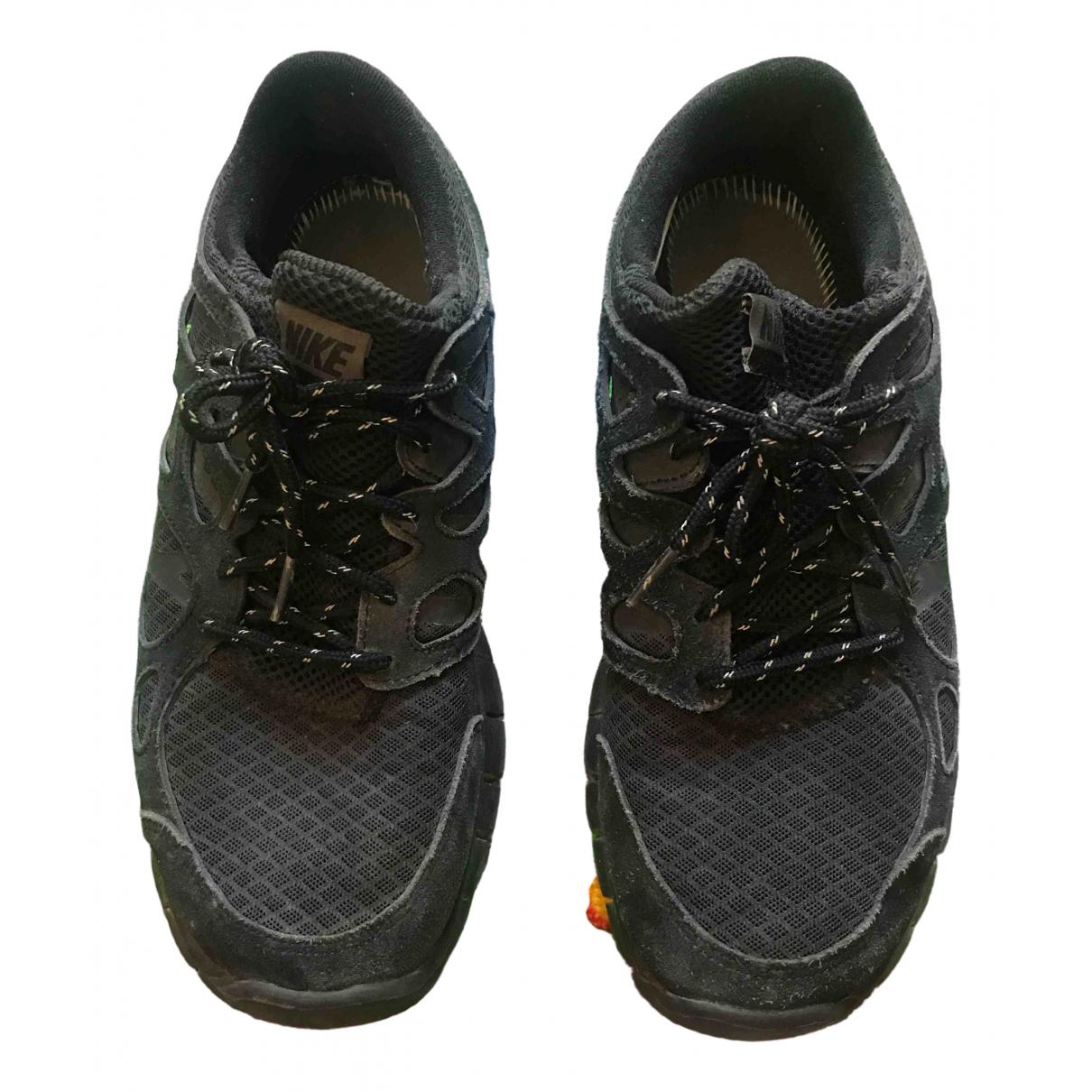 Nike Free Run Sneakers in  Schwarz Veloursleder