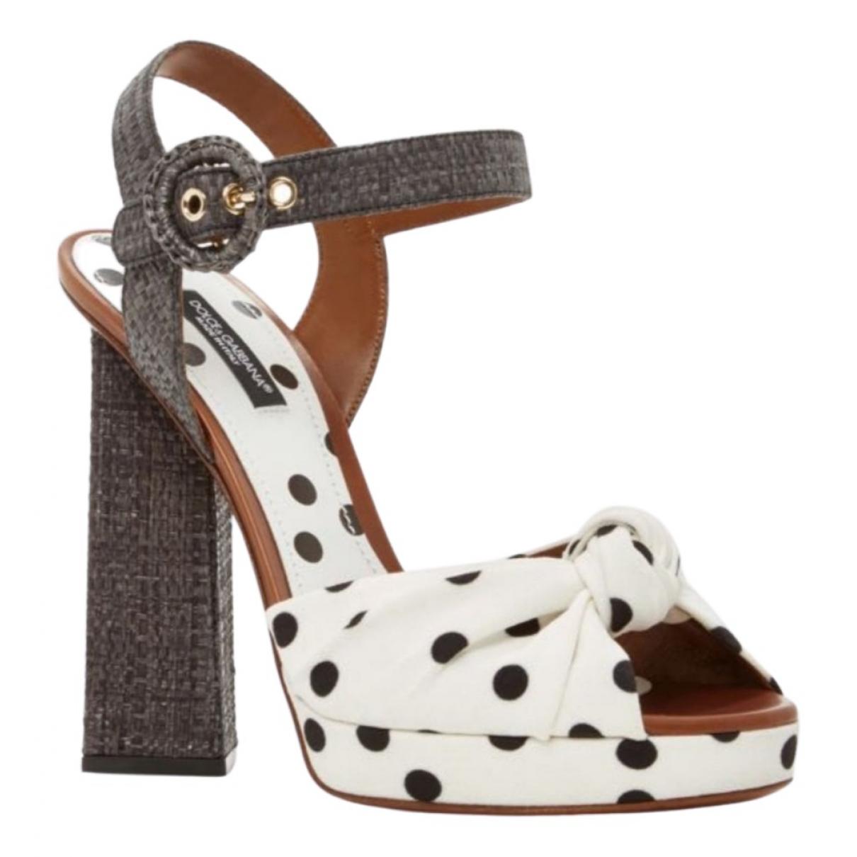 Dolce & Gabbana \N Sandalen in  Ecru Leinen