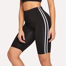 Shorts mit Kontrast seitlichem Band