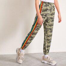 Jogginghose mit seitlichen Regenbogen Streifen und Camo Muster