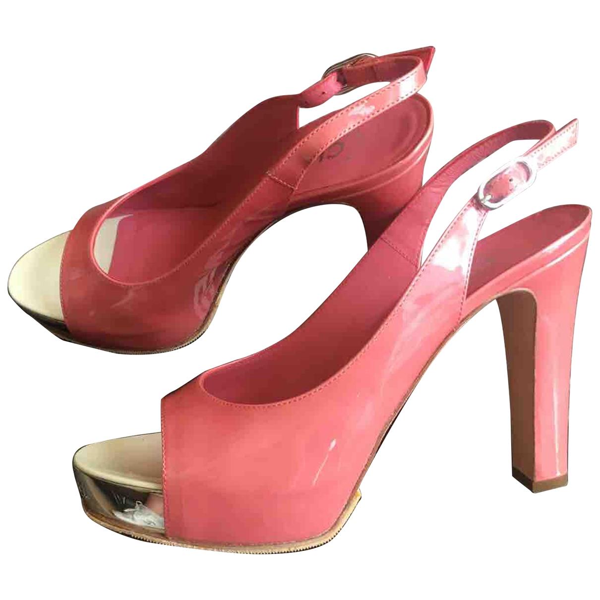 Chanel \N Pumps in  Rosa Lackleder