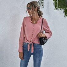 Einfarbige Bluse mit Rueschenbesatz und Band vorn