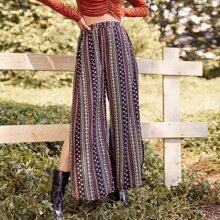 Hose mit Bluemchen Muster und Schlitz