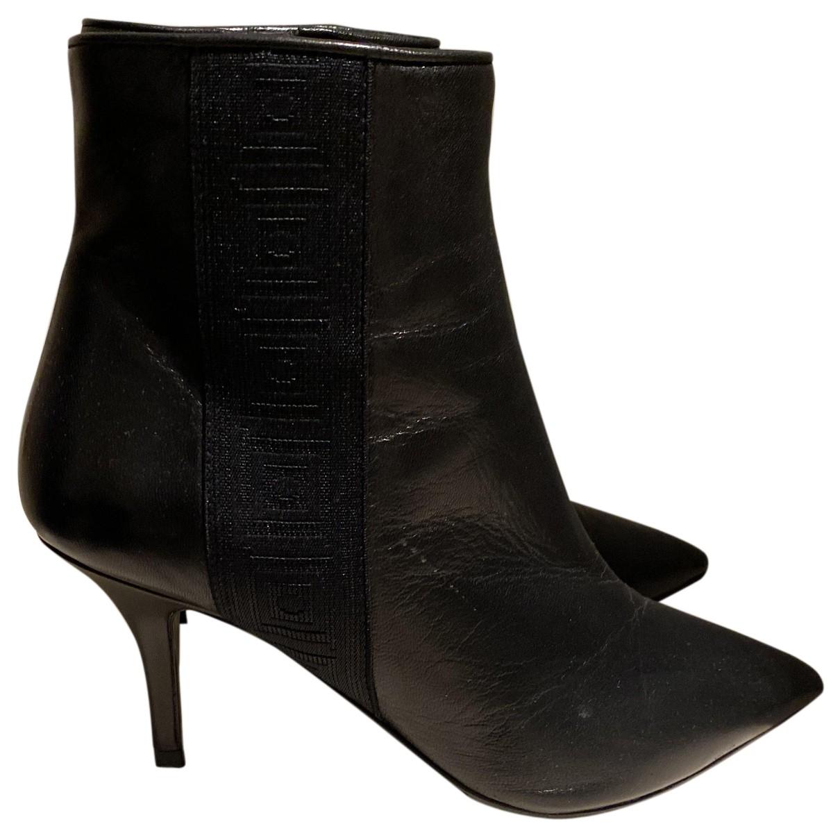 Versace \N Pumps in  Schwarz Leder