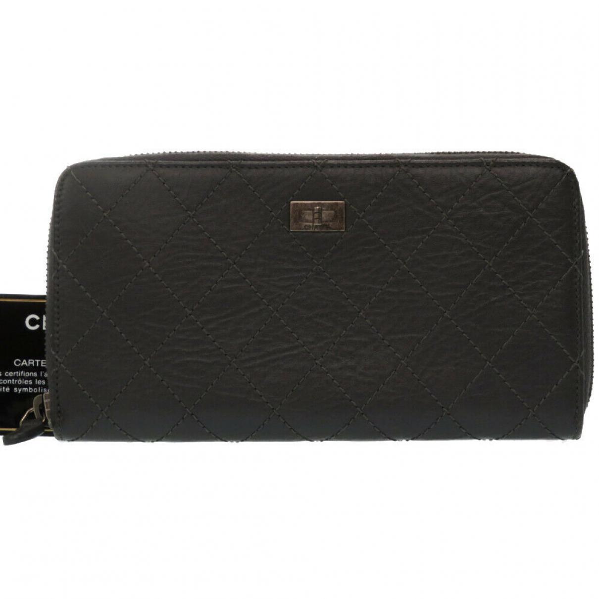 Chanel \N Portemonnaie in  Grau Leder