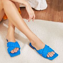 Sandalen mit geflochtenem Kreuzgurt