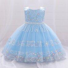 Kleid mit Stickereien, Netzstoff, Fransen und Band hinten