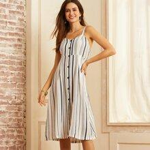 Kleid mit Herzen Kragen, Knopfen und Streifen