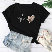 T-Shirt mit Leopard und Herzen Muster