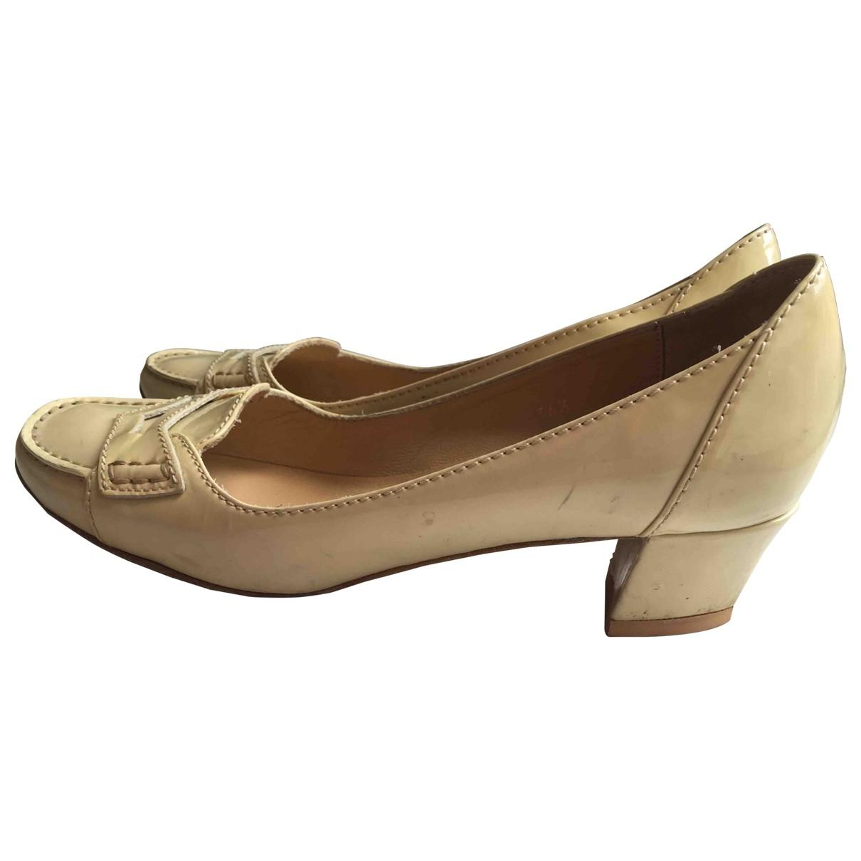 Tod's \N Beige Patent leather Heels for Women 36.5 EU