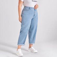 Jeans mit Waschung und schraegen Taschen
