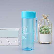 Wasserflasche mit Buchstaben Grafik