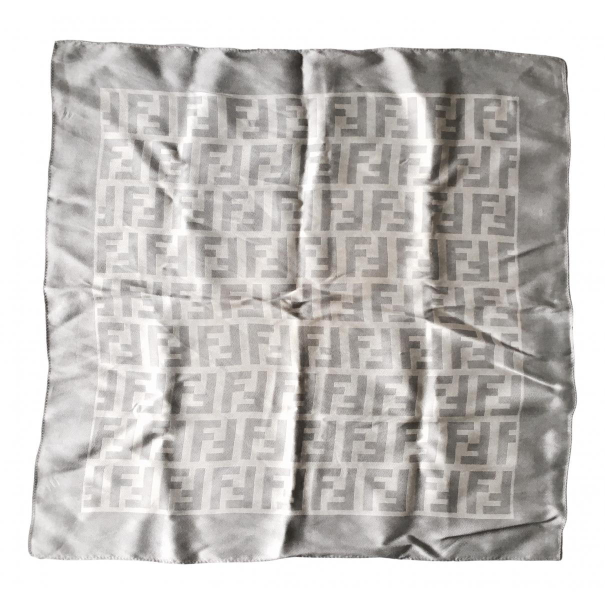 Fendi \N Schal in  Grau Seide