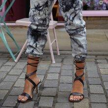 Sandalen mit offener Zehenpartie und Beinband