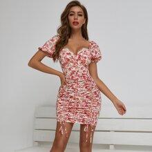 Kleid mit Spitzenbesatz, Ruesche und Blumen Muster