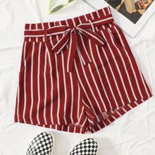 Shorts mit Streifen Muster und Guertel