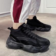 Zapatillas deportivas gruesas de hombres con cordon delantero