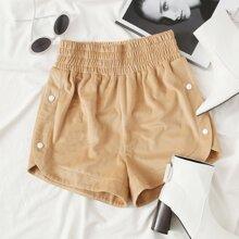 Shorts mit elastischer Taille und Knopfen Detail