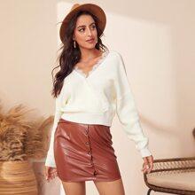 Pullover mit Kontrast Spitze und sehr tief angesetzter Schulterpartie