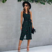 Cami Kleid mit Grafik Muster, Schlitz und Guertel
