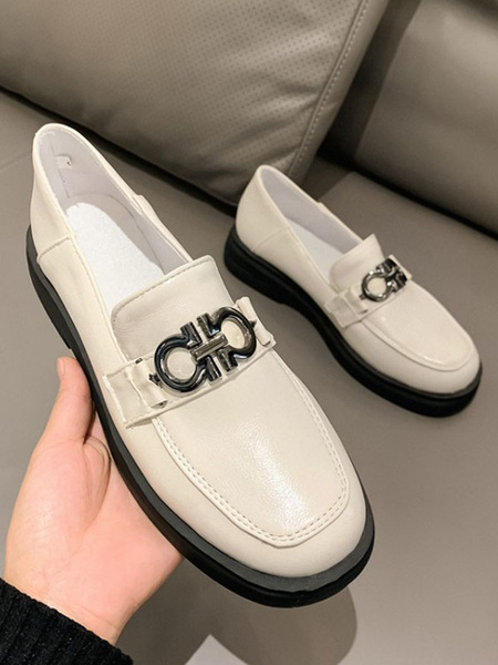 Milanoo Ecru White PU Leather Loafers Round Toe Metal Details Casual Shoes Women\'s Shoes
