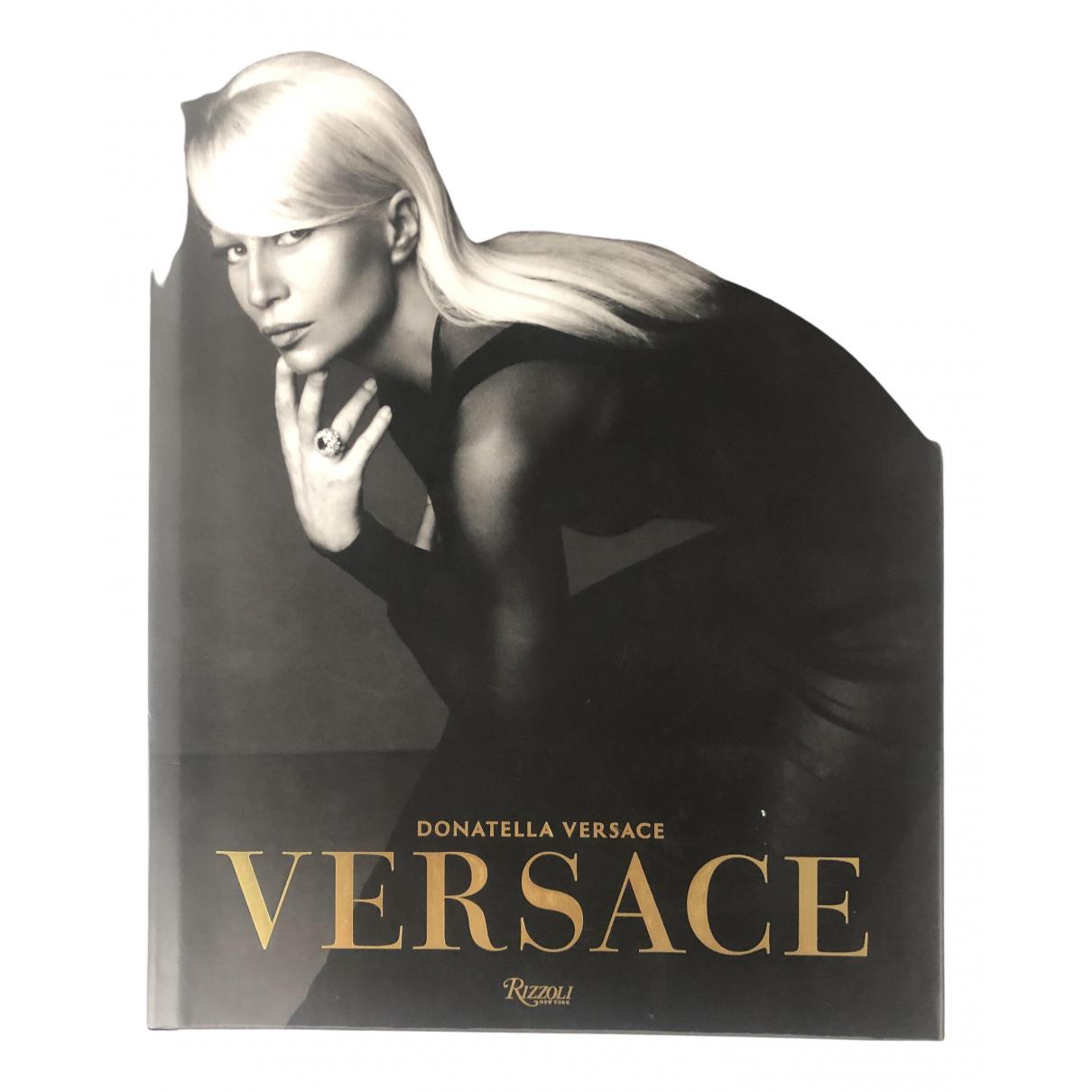 Versace - Photographie   pour lifestyle en bois - noir