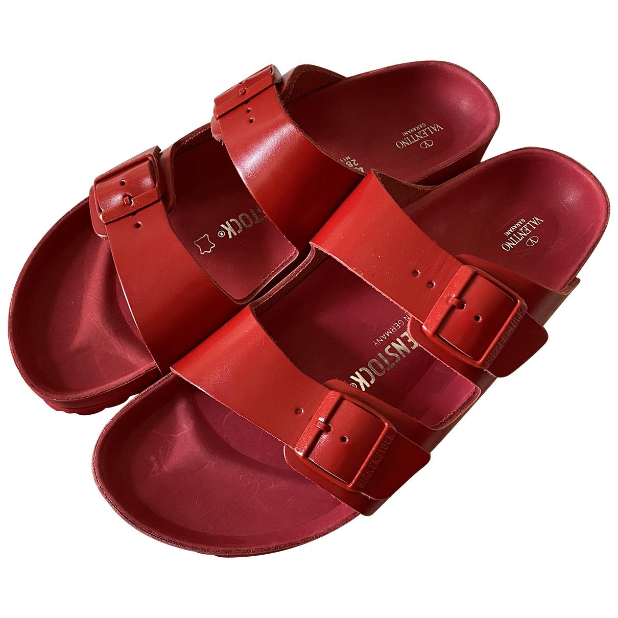 Valentino Garavani - Sandales   pour homme en cuir - rouge