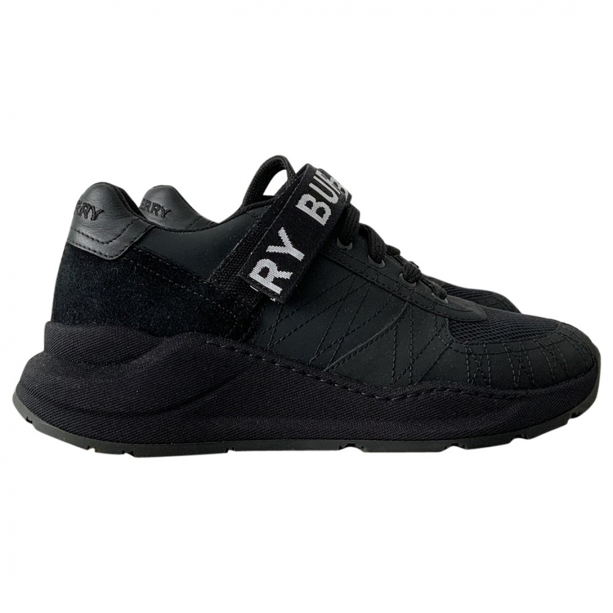 Burberry \N Sneakers in  Schwarz Veloursleder