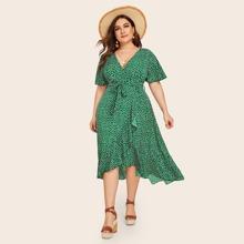 Kleid mit Gaensebluemchen Muster, Rueschen, Wickel Design und Guertel