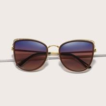 Sonnenbrille mit getonten Linsen und Katze Augen Design