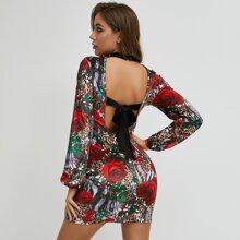 Rueckenfreies Kleid mit Band und Blumen & Leopard Muster