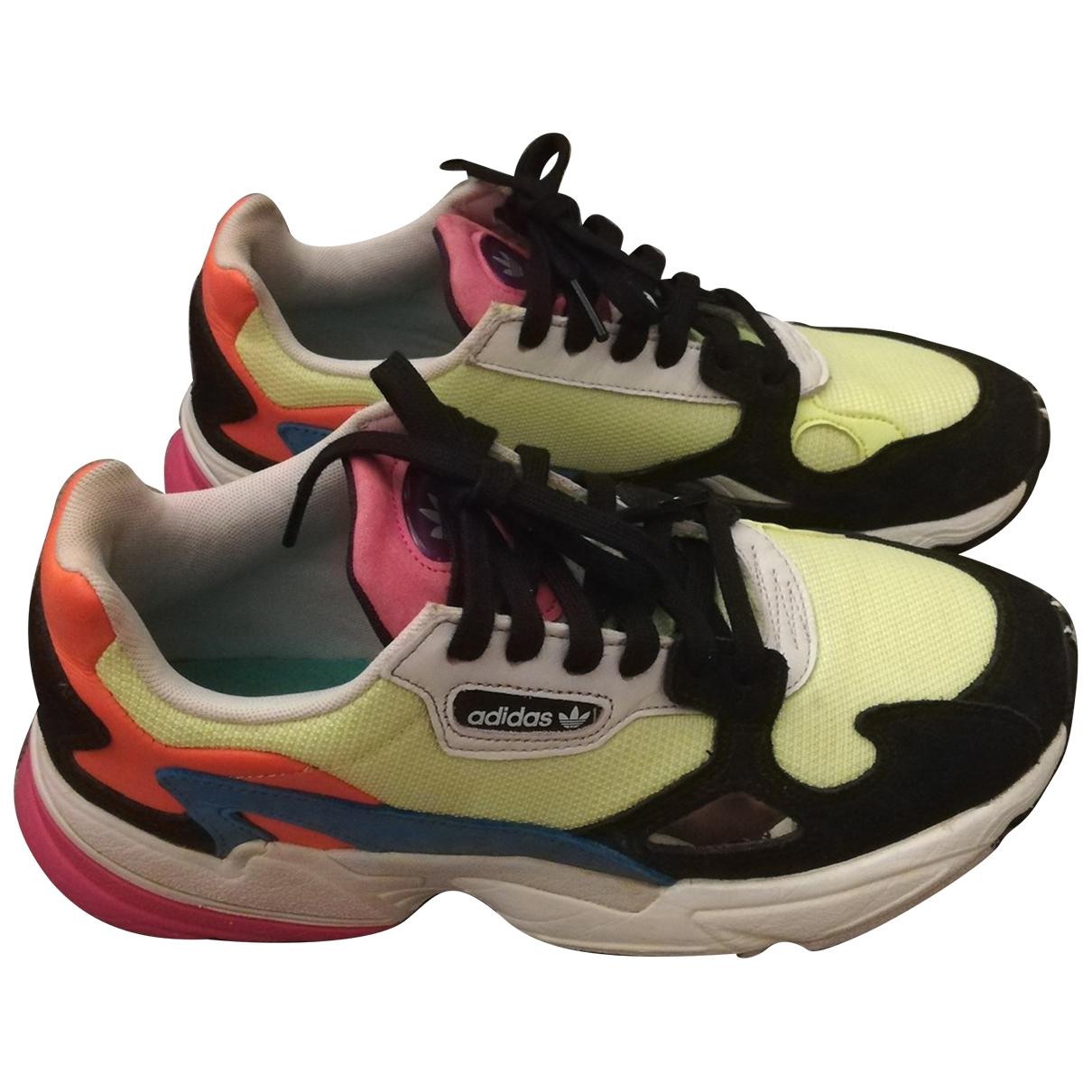 Adidas Falcon Sneakers in  Bunt Leinen