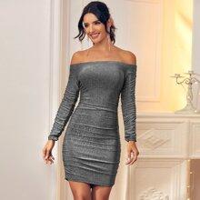Schulterfreies metallisches figurbetontes Kleid