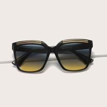 Sonnenbrille mit metallischem Detail und getonten Linse
