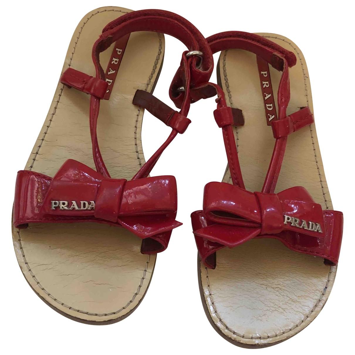 Prada - Sandales   pour enfant en cuir verni - rouge