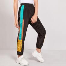Pantalones deportivos de color combinado con estampado de letra
