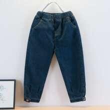 Einfarbige Jeans mit Knopfen