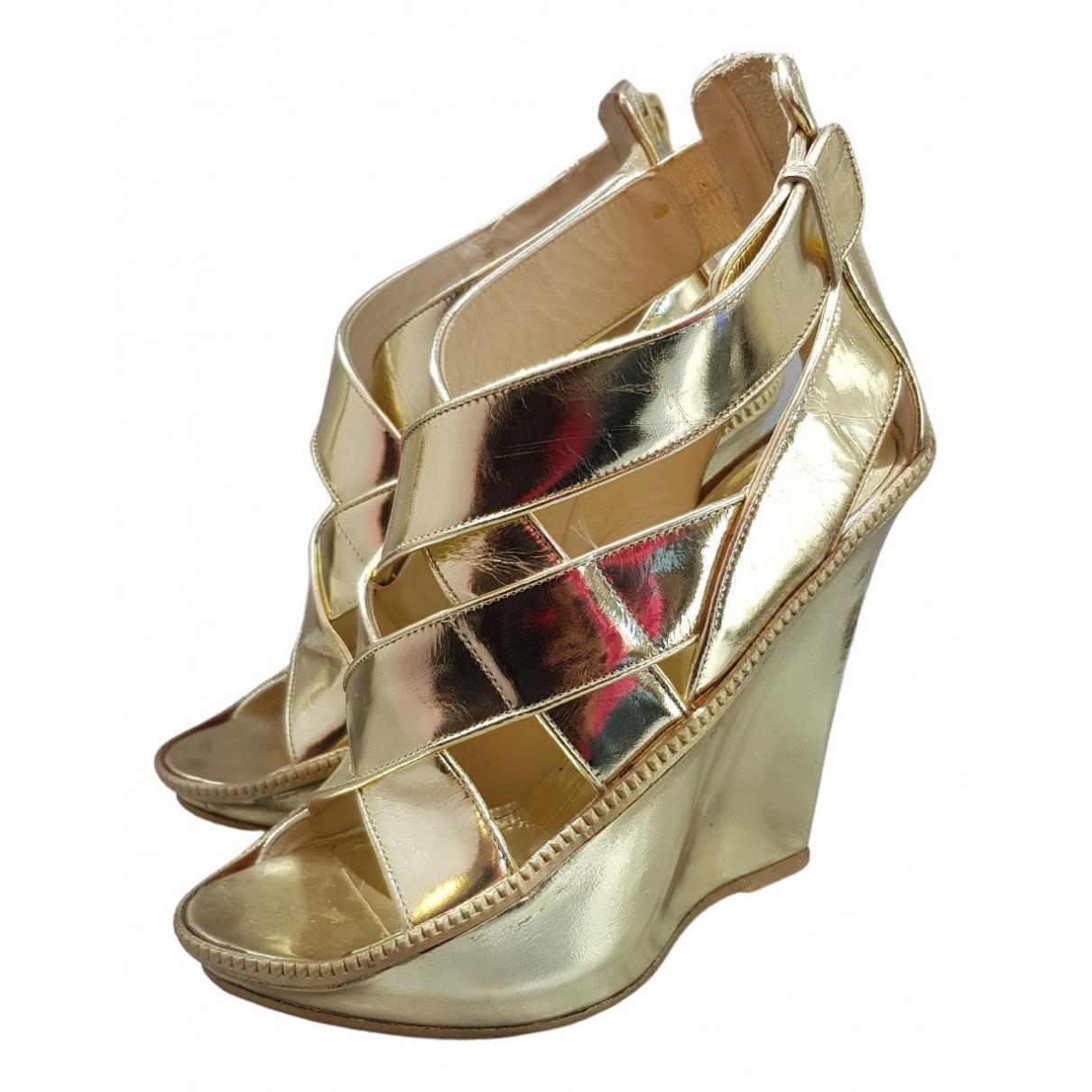 Givenchy \N Sandalen in  Gold Lackleder