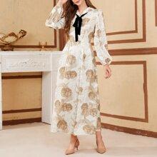 Kleid mit Figur Muster, Band vorn und Laternenaermeln