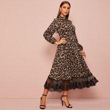 Kleid mit Kragen, Spitzenbesatz und Leopard Muster