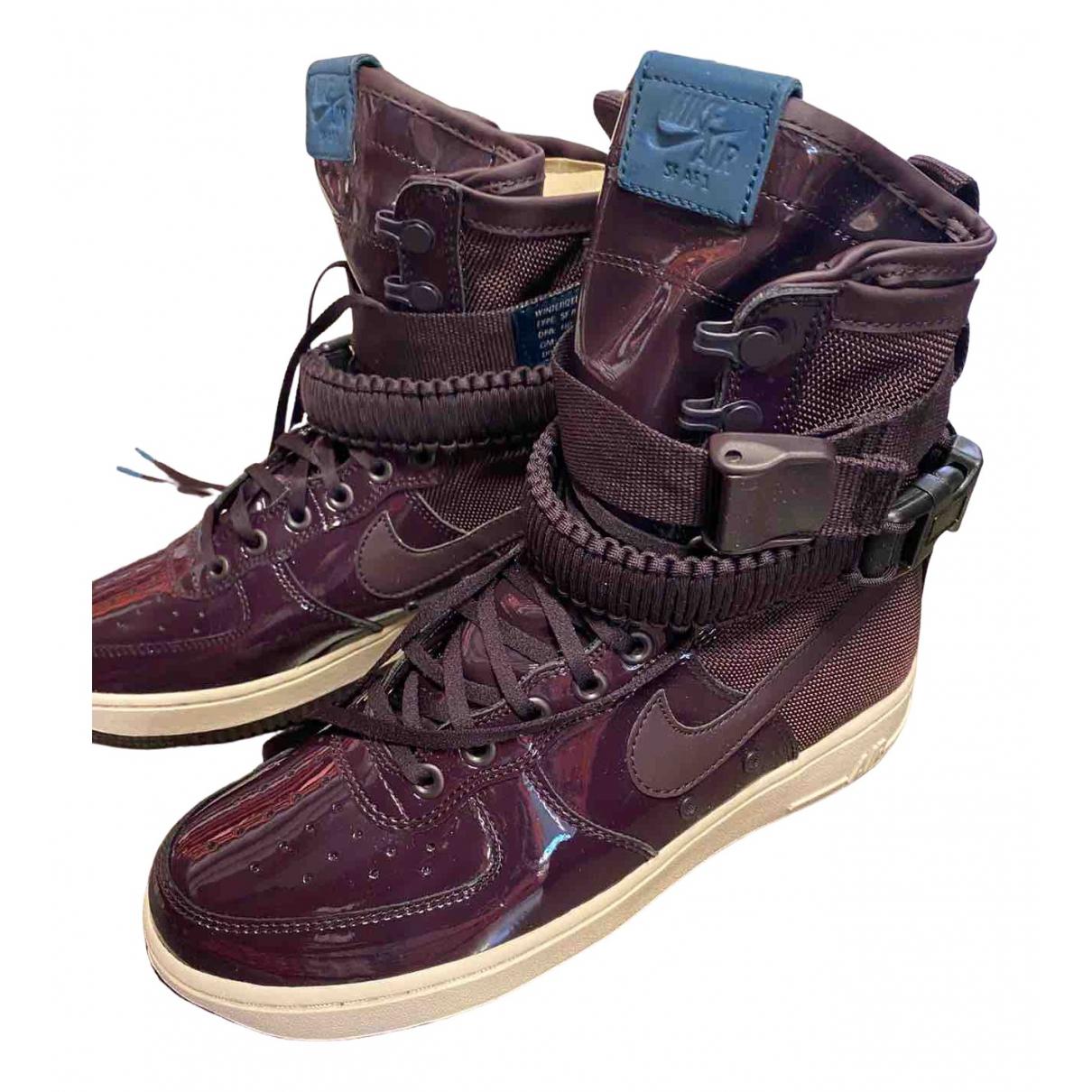 Nike SF Air Force 1 Sneakers in  Lila Lackleder