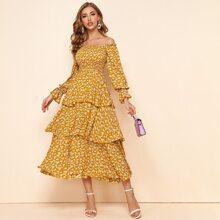 Vestido de hombros descubiertos ribete fruncido con fruncido con estampado floral de margarita