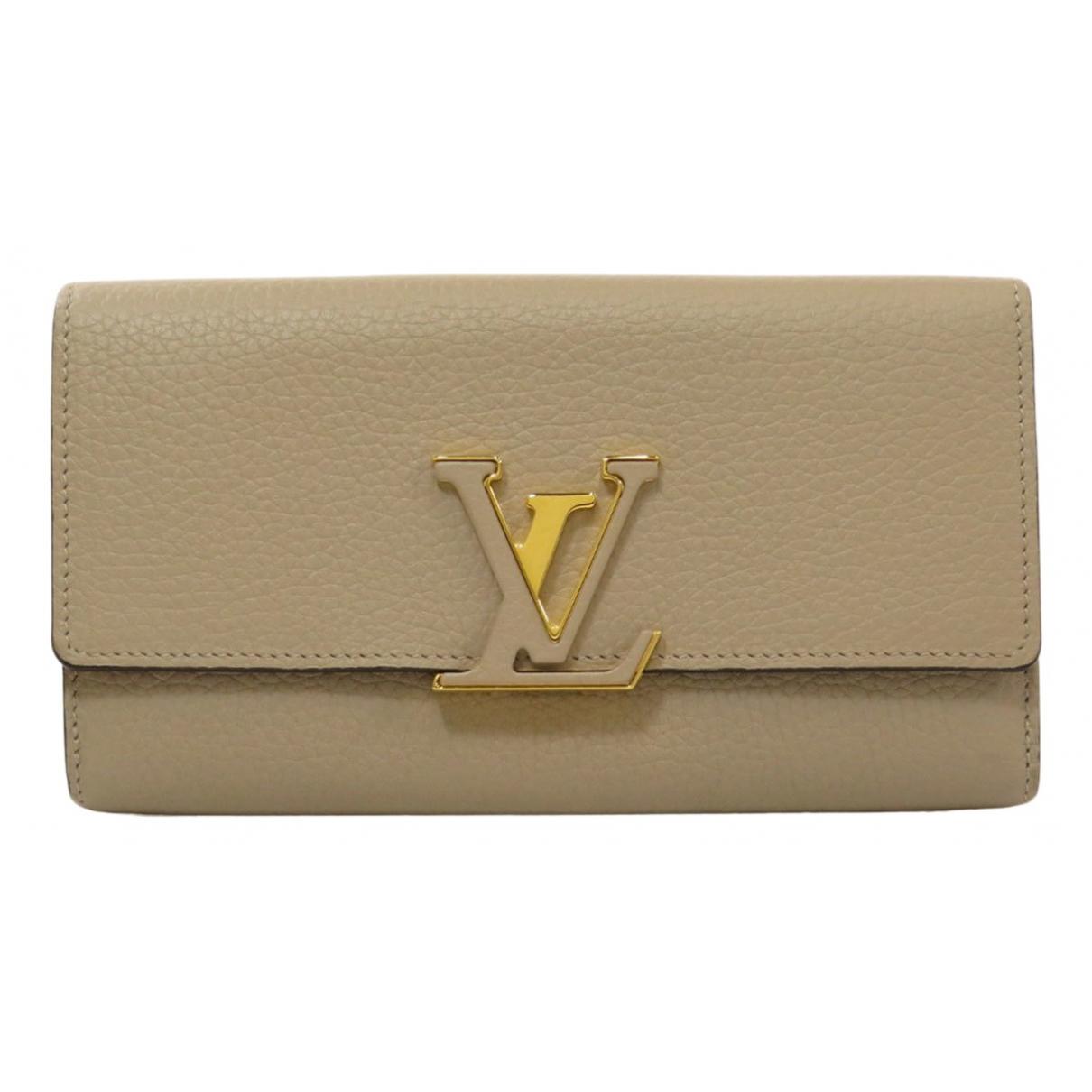 Louis Vuitton Capucines Portemonnaie in  Beige Leder