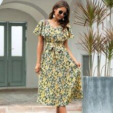 Kleid mit Blumen Muster, Flatteraermeln und Guertel