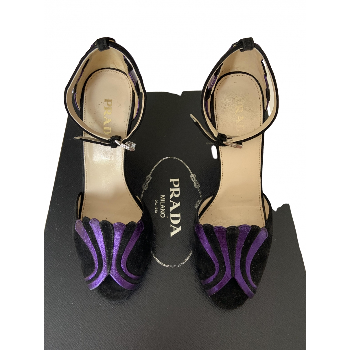 Prada \N Pumps in  Lila Veloursleder